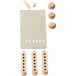 FENDER Parchment Accessory Kit Strat