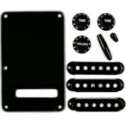FENDER Black Accessory Kit Strat